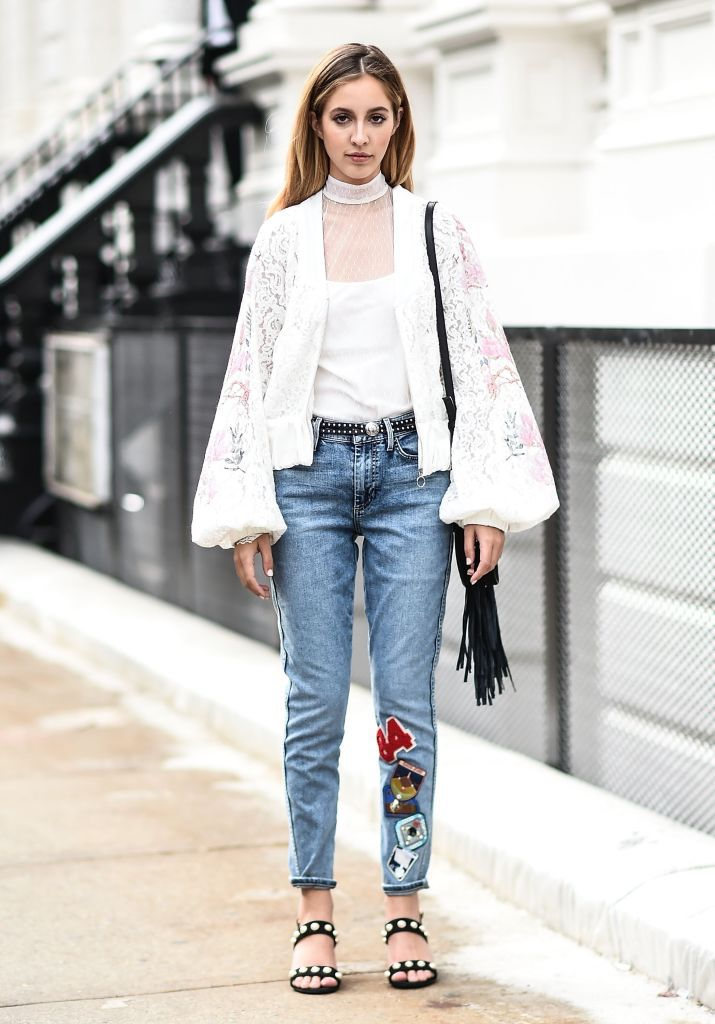 Stradă style jeans and lace top