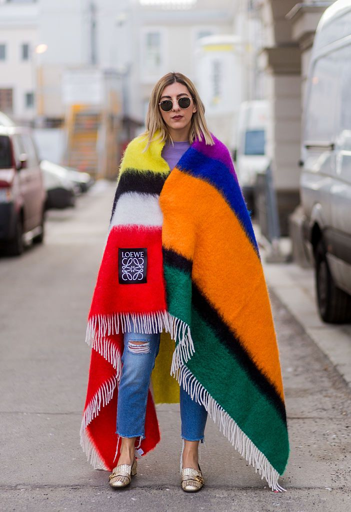 Stradă style jeans and striped poncho