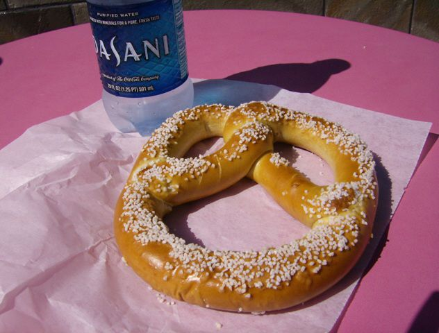 Vatten and pretzel on napkin