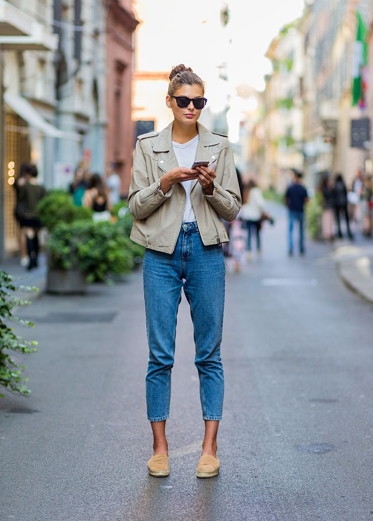 Улица style jeans and leather jacket