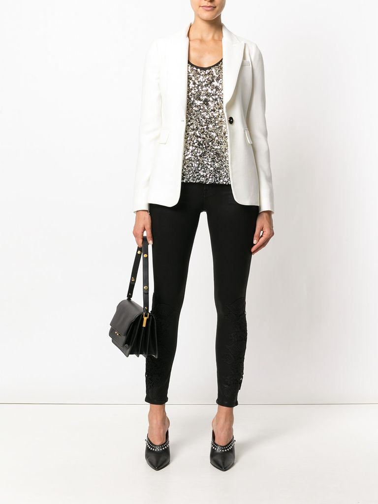 Siyah jeans white jacket and sequin top outfit