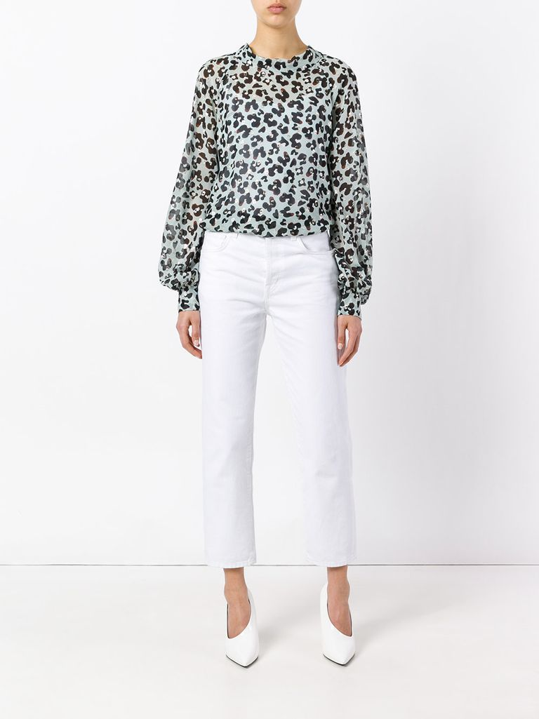 Beyaz jeans and leopard blouse outfit