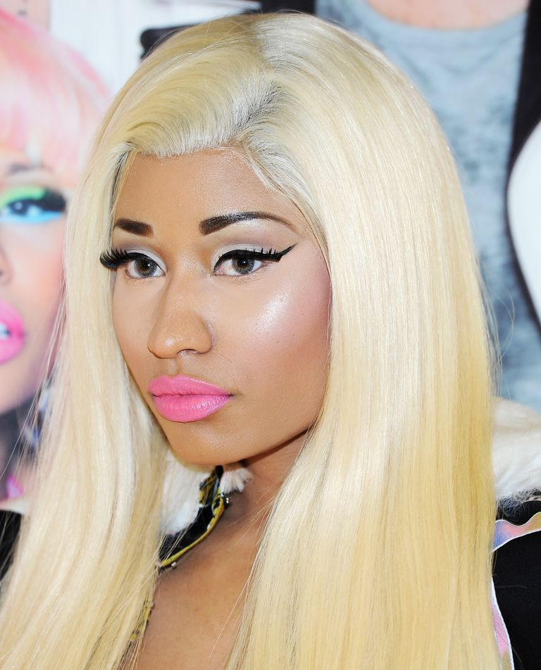 ניקי Minaj in lace front wig
