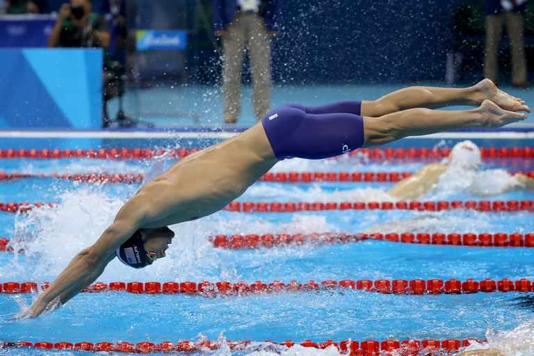 Phelps diving into pool