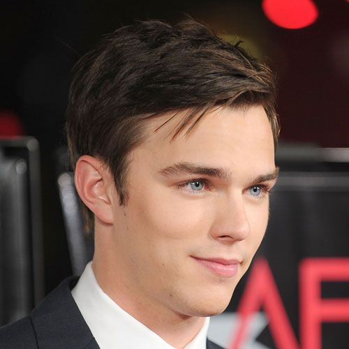 Mic de statura layer cut on NIcholas Hoult