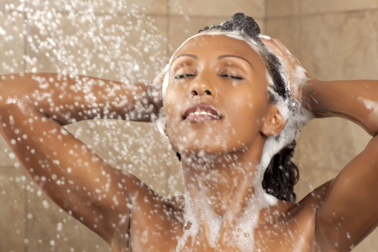 Izogibajte se washing your hair right before relaxing it.
