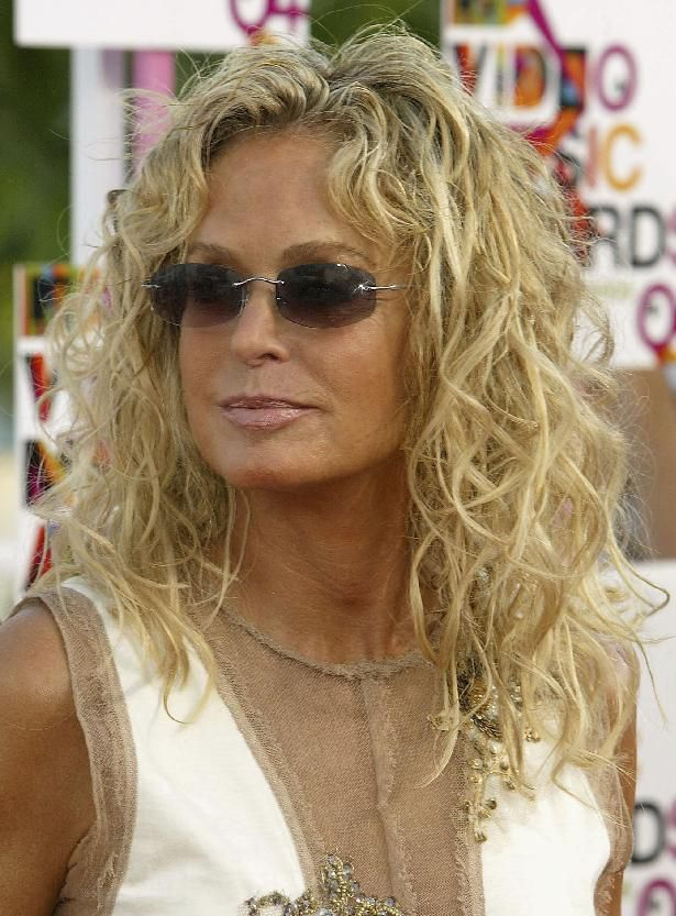 שַׂחְקָנִית Farrah Fawcett arrives at the 2004 MTV Video Music Awards on August 29, 2004 in Miami, Florida
