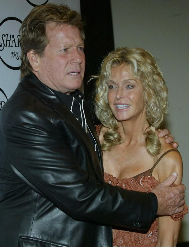 שחקנים Ryan O' Neal and Farrah Fawcett at the Century Plaza Hotel & Spa on May 15, 2004