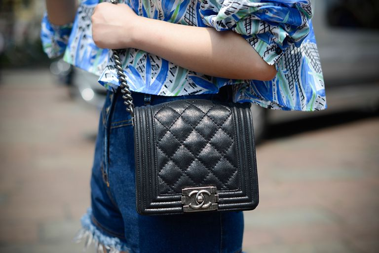 Gata style denim and Chanel bag