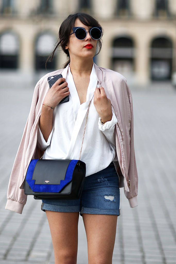 Цуффед jean shorts and polished purse street style