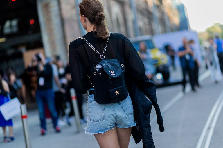 Улица style jean shorts Chanel backpack