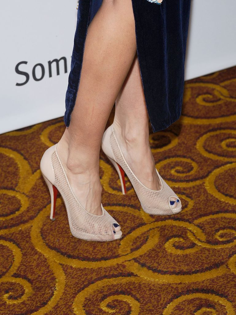A închide view of actress AnnaLynne McCord's nude Christian Louboutin shoes.