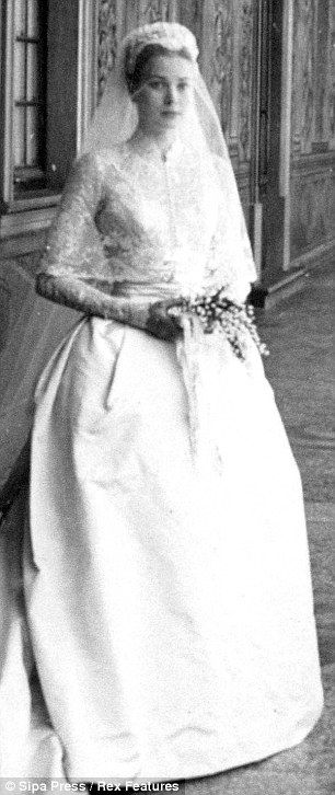Nåd Kelly in Helen Rose wedding dress