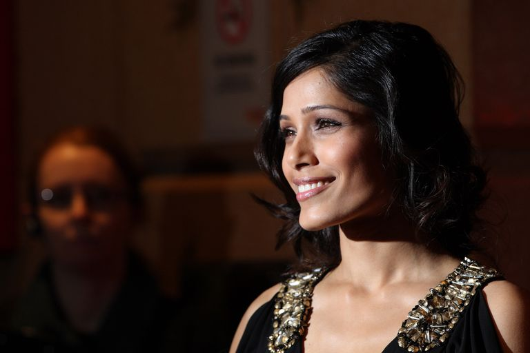 Frieda Pinto with faux bob
