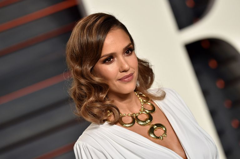 Jessica Alba with long hair on red carpet