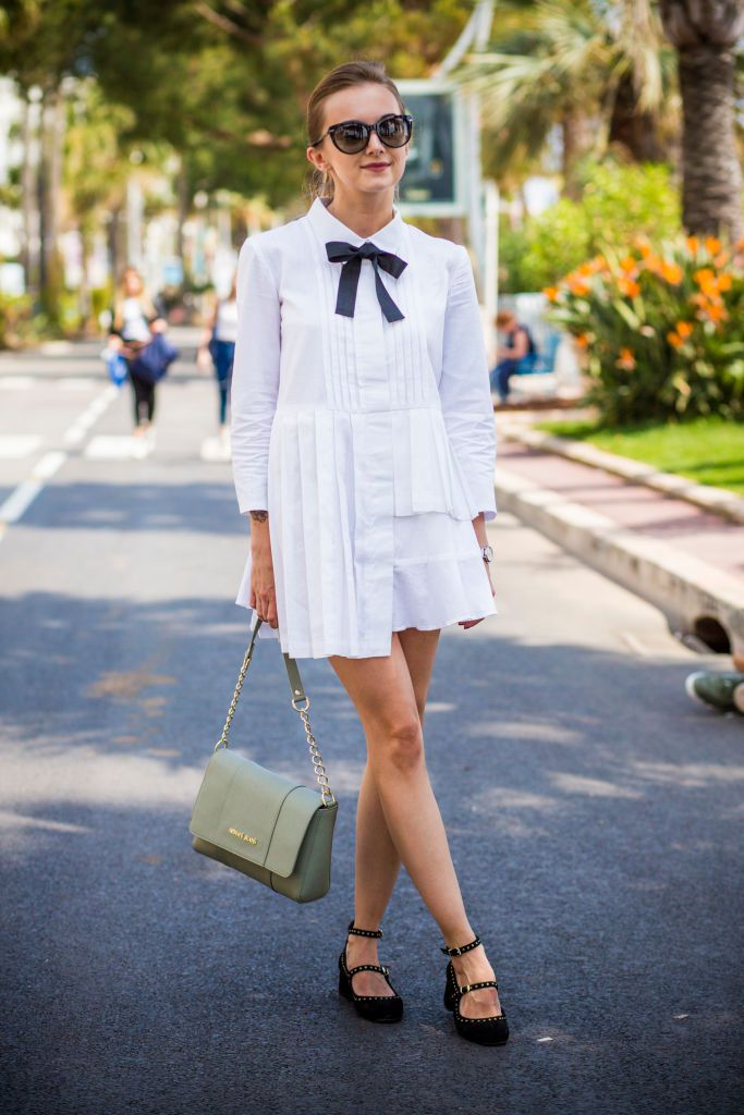 หญิง wearing little white summer dress with black bow