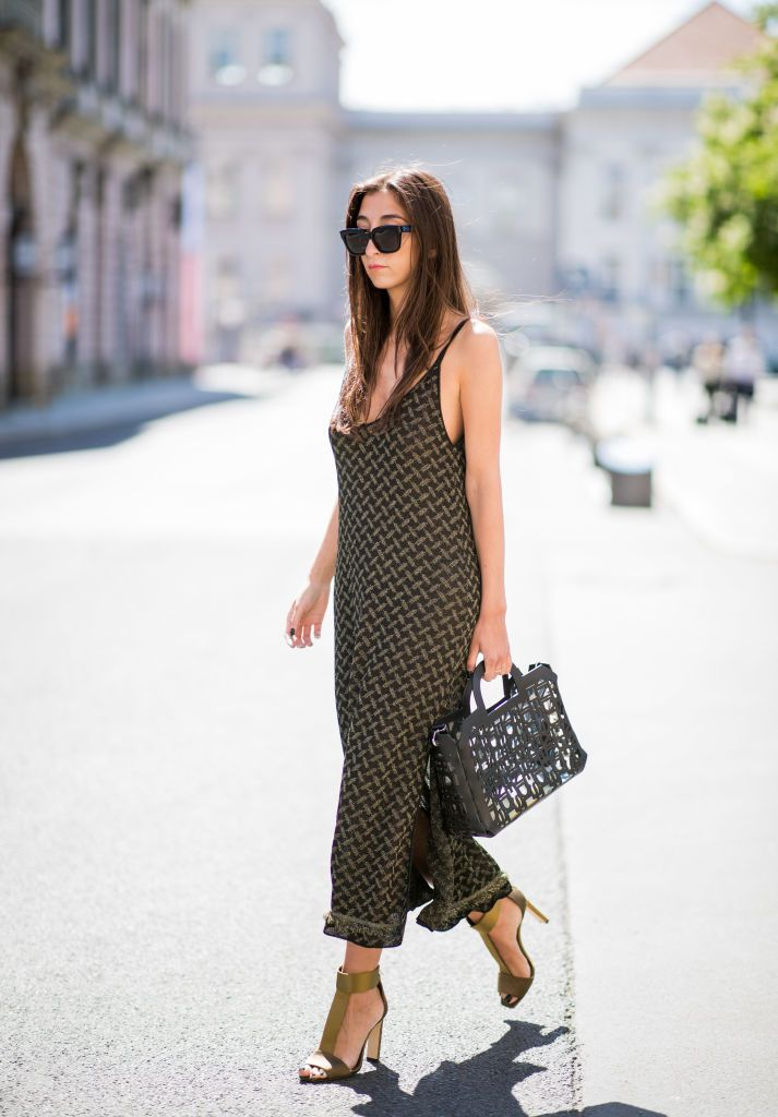 หญิง wearing summer maxi dress and black purse