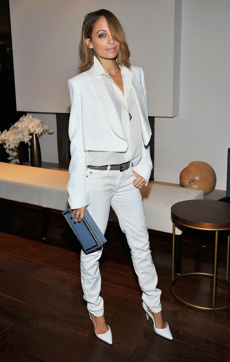 Nicole Richie, wearing white jeans, white high heeled shoes, and a thin black belt.