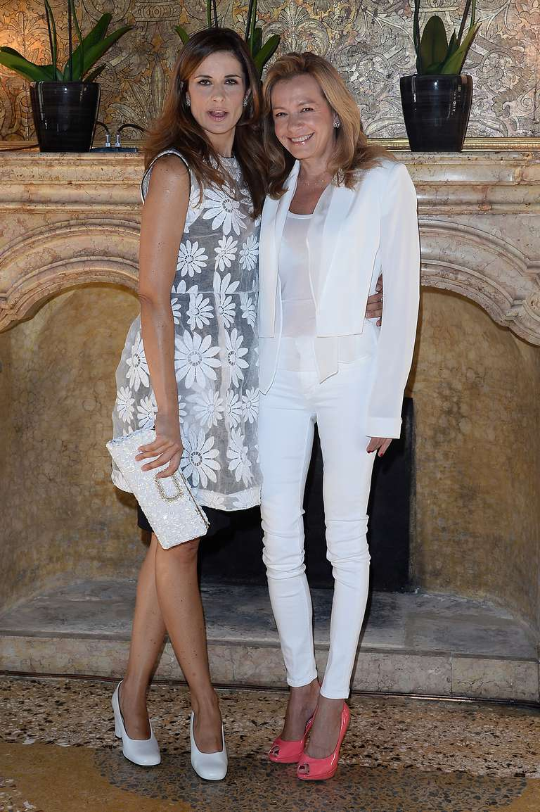 Carolina Scheufele (with Livia Firth), dressed in bright coral shoes, and white skinny jeans.