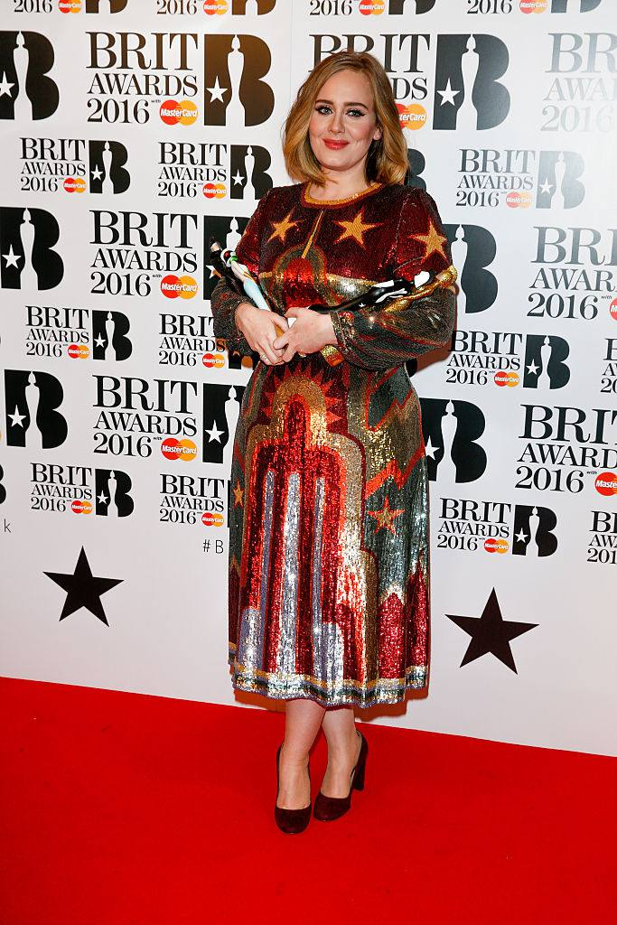 Аделе poses in the winners room at the BRIT Awards 2016 at The O2 Arena on February 24, 2016 in London, England.