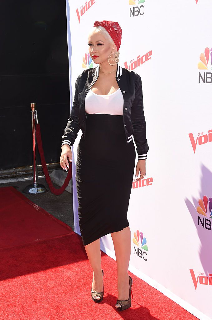 Сингер Christina Aguilera arrives at 'The Voice' Karaoke For Charity event at HYDE Sunset: Kitchen + Cocktails on April 21, 2016 in West Hollywood, California.