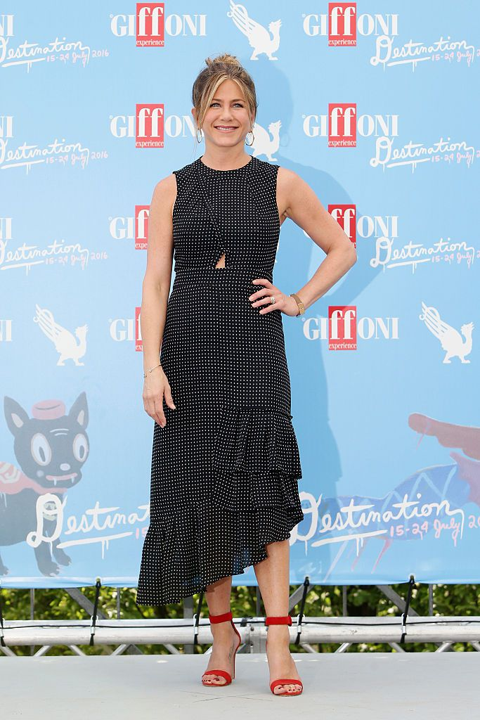 Јеннифер Aniston attends the Giffoni Film Festival Day 9 photocall on July 23, 2016 in Giffoni Valle Piana, Italy.