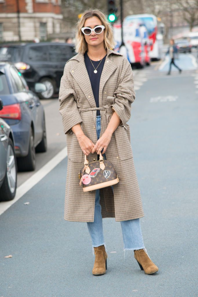 Ulica style in frayed hem jeans and a trench coat