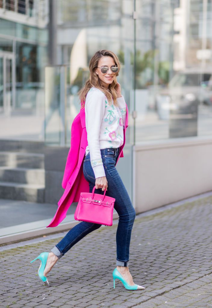 רְחוֹב style jeans and high heel shoes