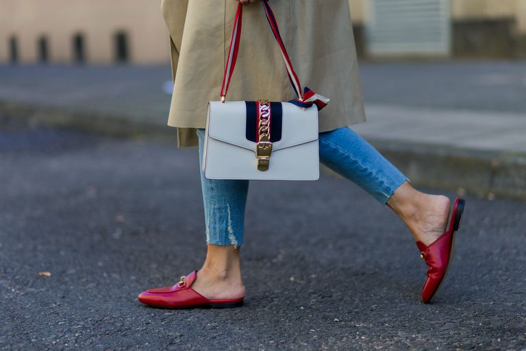 רְחוֹב style Gucci purse and loafers with jeans